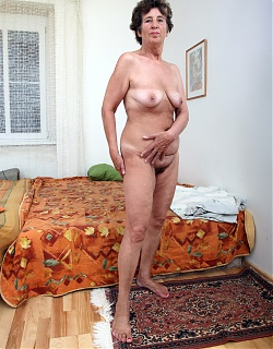 Brunette granny mom is posing nude and masturbating hairy pussy